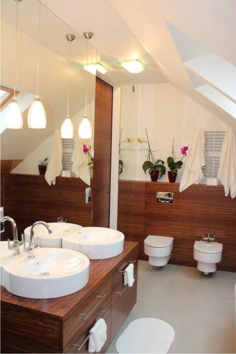 łazienka ze szkłem na ścianie (29)