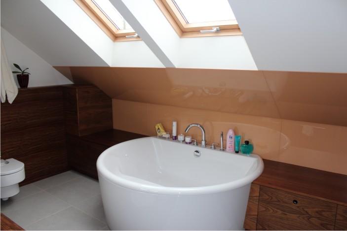 łazienka ze szkłem na ścianie (35)