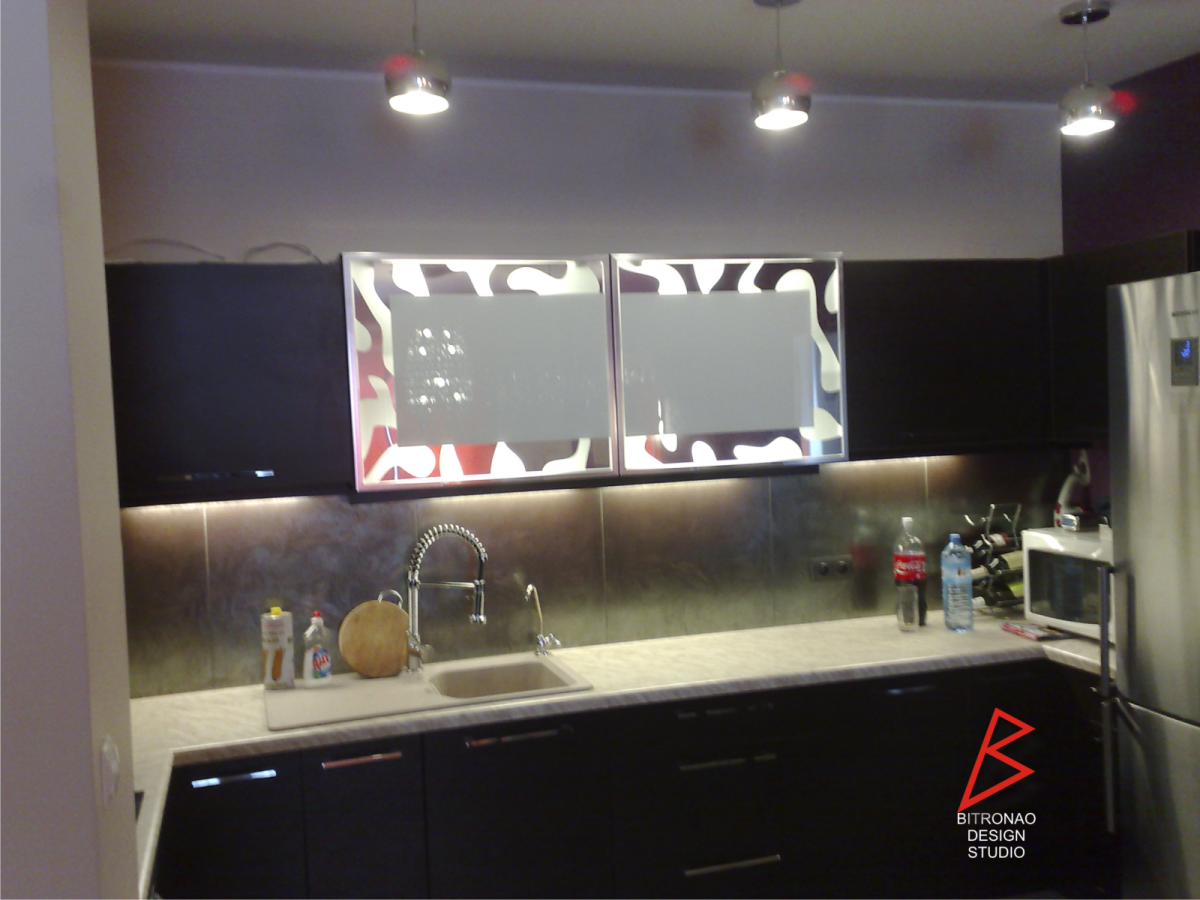 kuchnia z dekorem na szafkach
