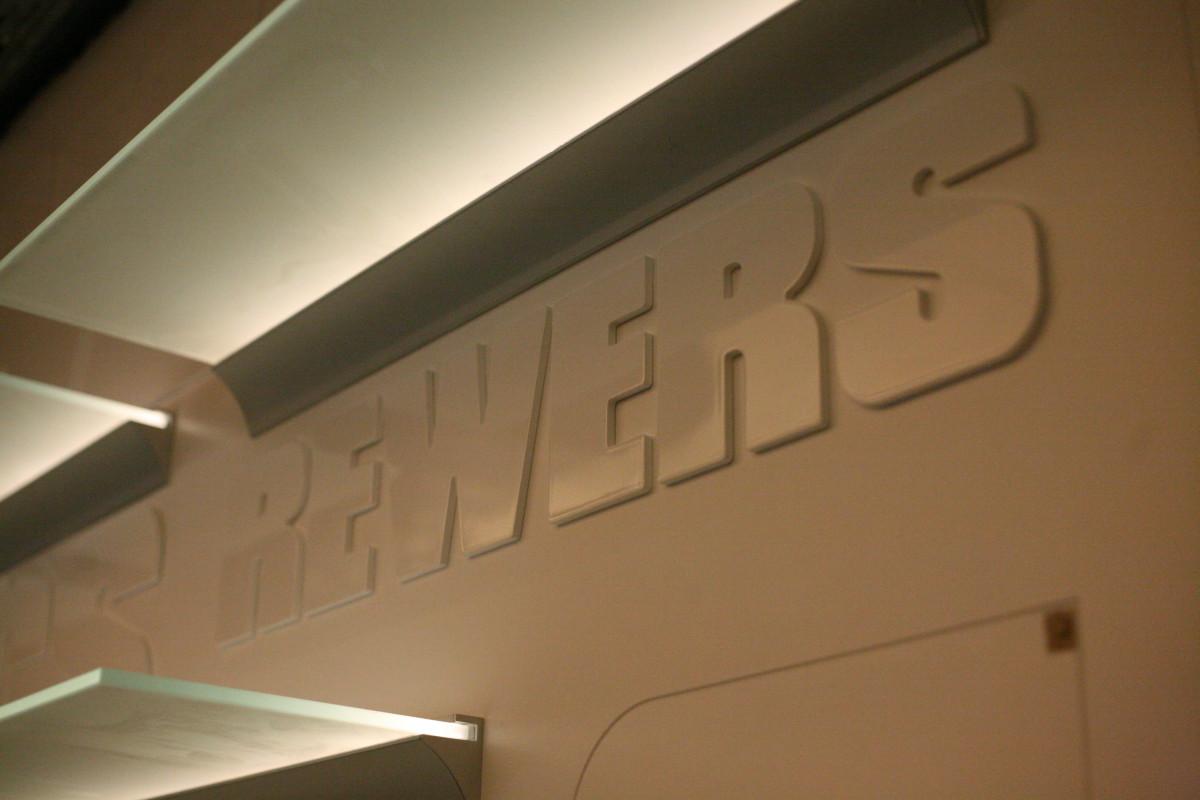 panele z logo Restauracji (1)